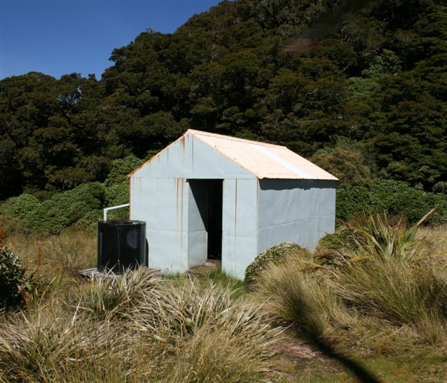 Dorset Ridge Hut, Oct 2007, prior to the renovation project.